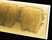 Un frammento di un rotolo del Mar Morto (Ap)