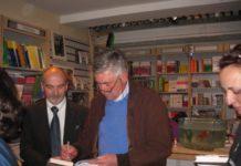 Carlo_Ancelotti_firma_il_suo_libro.jpg