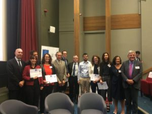 i giovani ricercatori premiati con il minitro e l'Ambasciatore, il Presidente del CNR e il prof Roberto Di Lauro