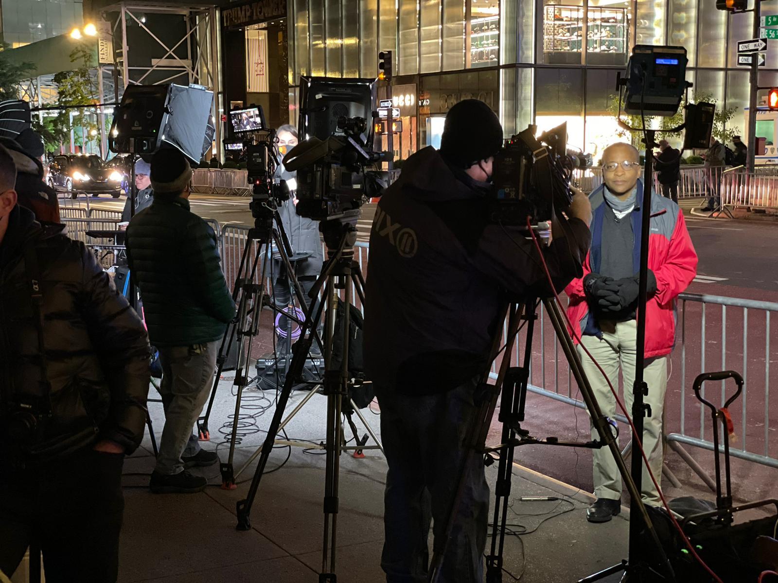 foto di Michele Casadei Massari giornalisti fuori dai seggi